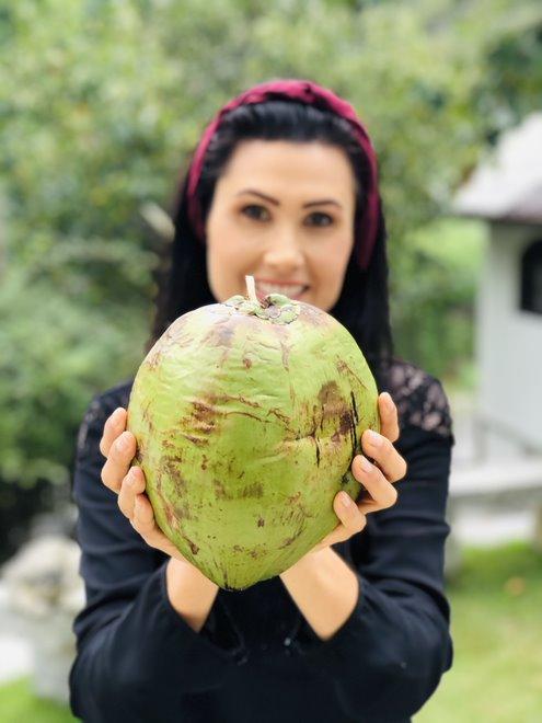 Melissa Barcelos - Técnica para abrir côco verde