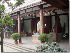 Daci Temple, Chengdu: inside the main gate